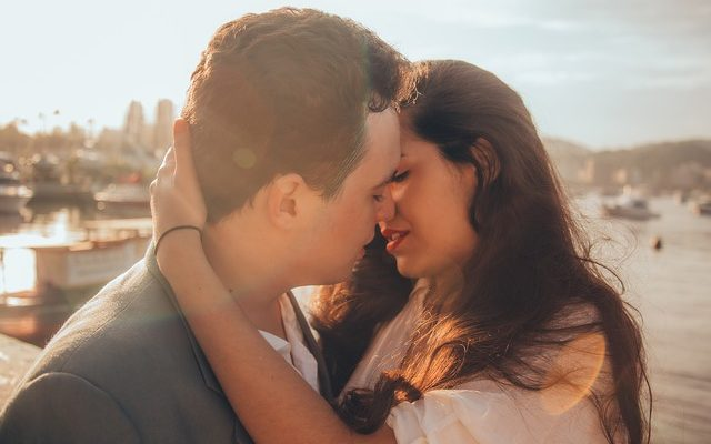 What is Chemistry in A Relationship? How To Know When it Clicks?